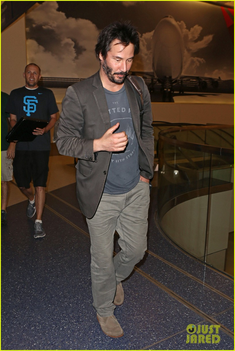 keanu reeves gets swarmed by fans at lax airport 06