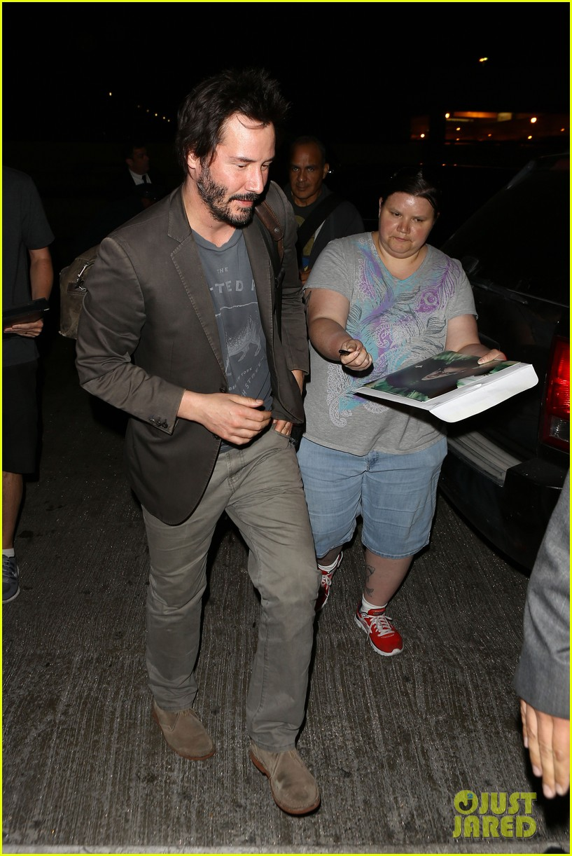 keanu reeves gets swarmed by fans at lax airport 103125031