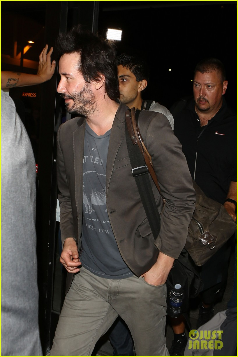 keanu reeves gets swarmed by fans at lax airport 14