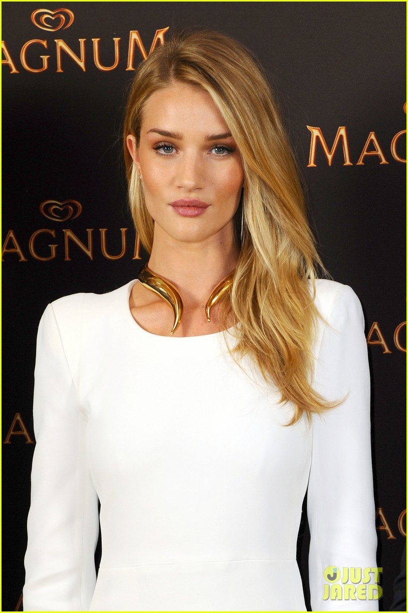 rosie huntington whiteley debuts new magnum short film 043117393