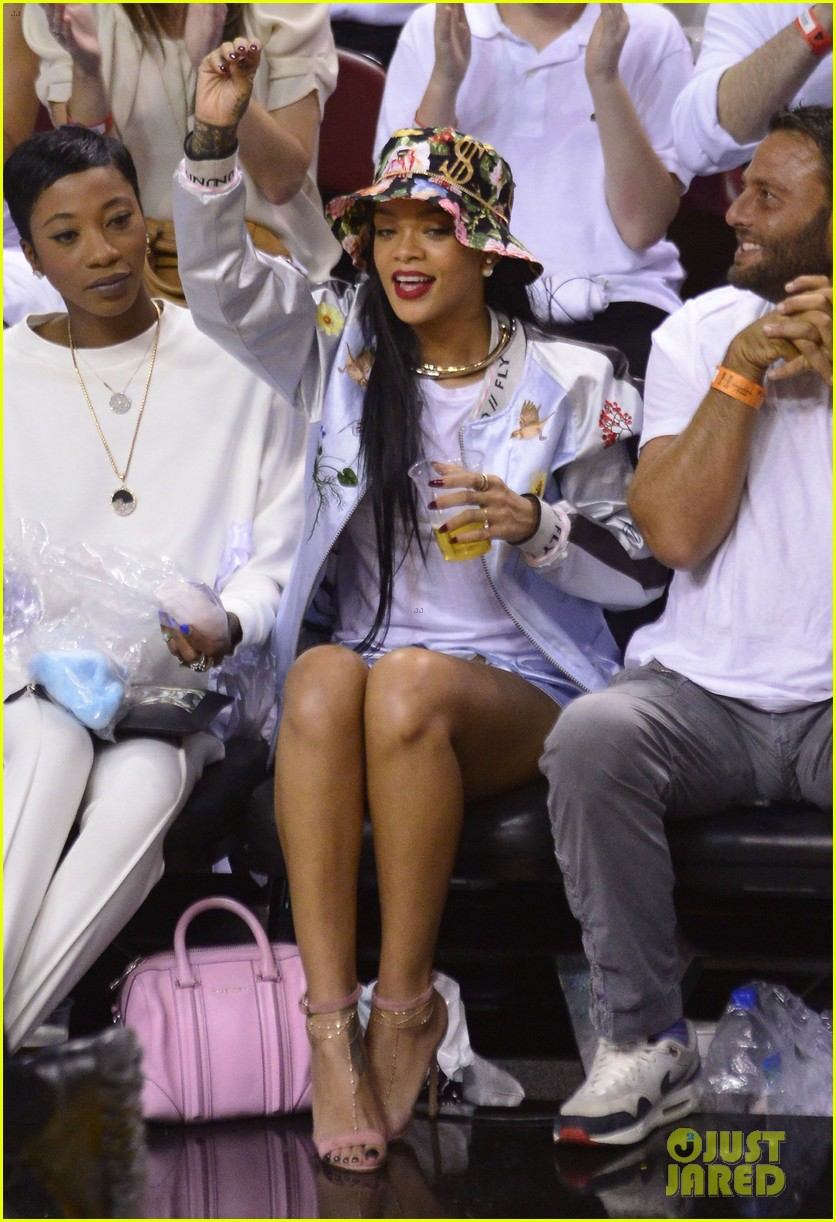 rihanna cheers on lebron james at nets heat game 183109082