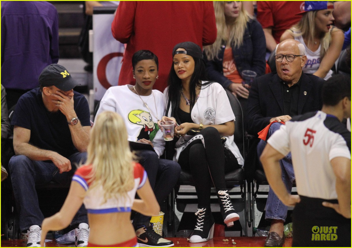 rihanna melissa forde cheer on clippers 03