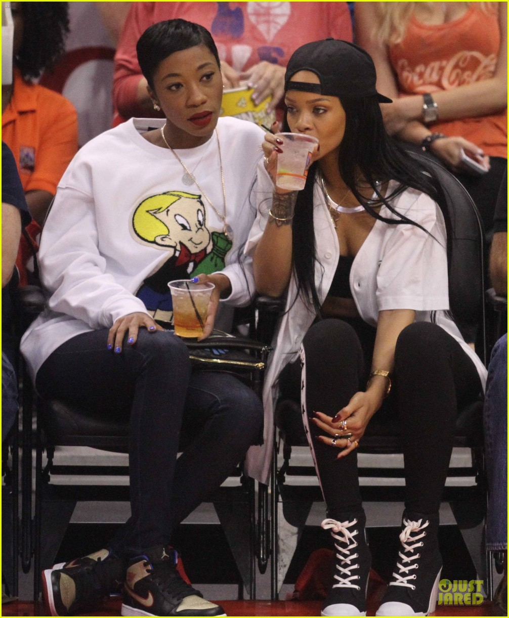 rihanna melissa forde cheer on clippers 053109955