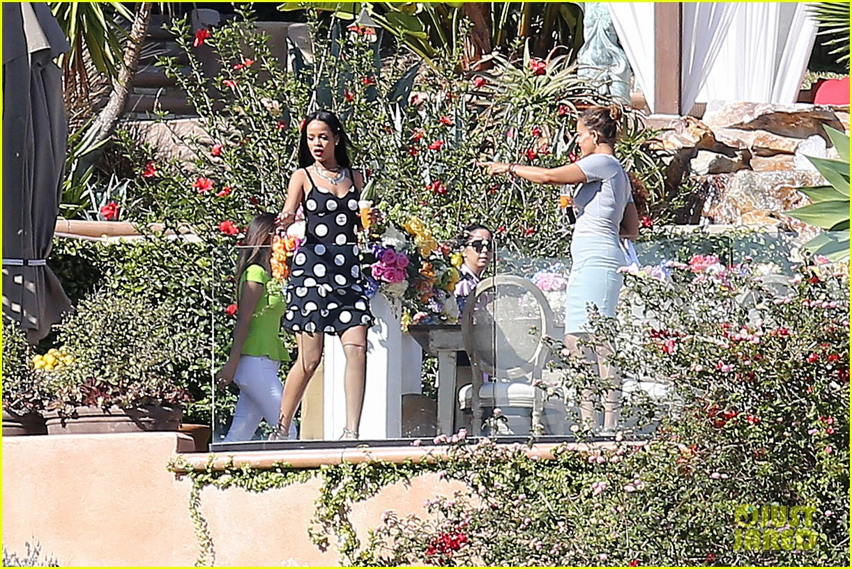rihanna spends mothers day with family at malibu mansion 03