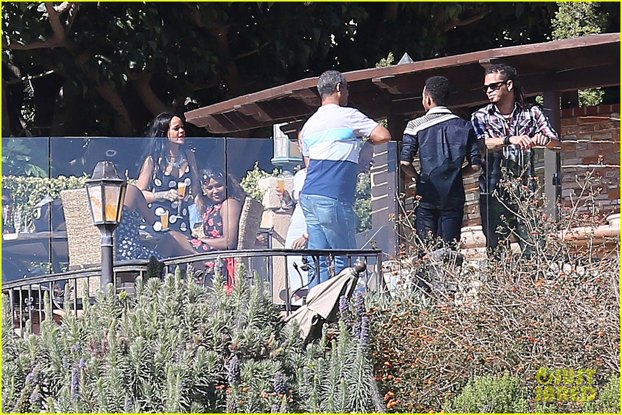 rihanna spends mothers day with family at malibu mansion 14