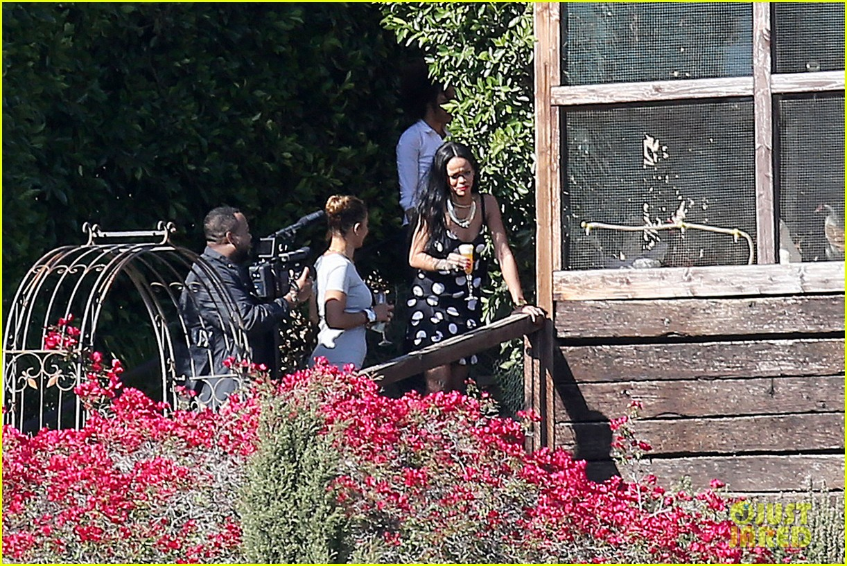 rihanna spends mothers day with family at malibu mansion 16