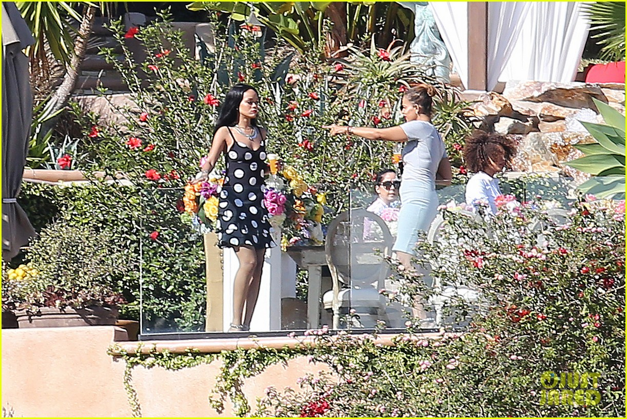 rihanna spends mothers day with family at malibu mansion 19