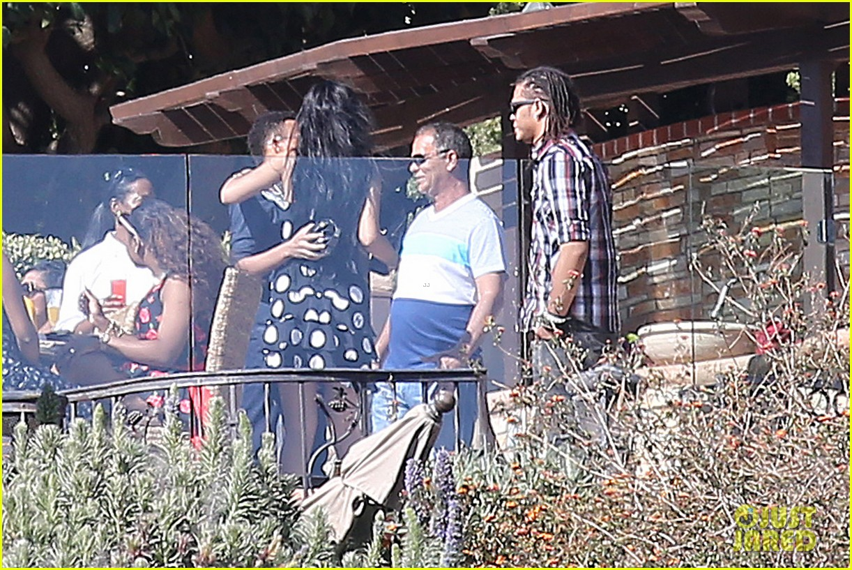 rihanna spends mothers day with family at malibu mansion 22