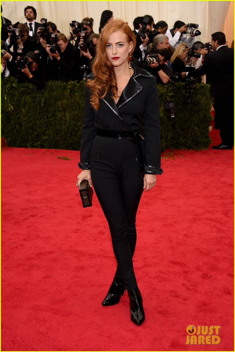 riley keough met ball 2014 red carpet 02