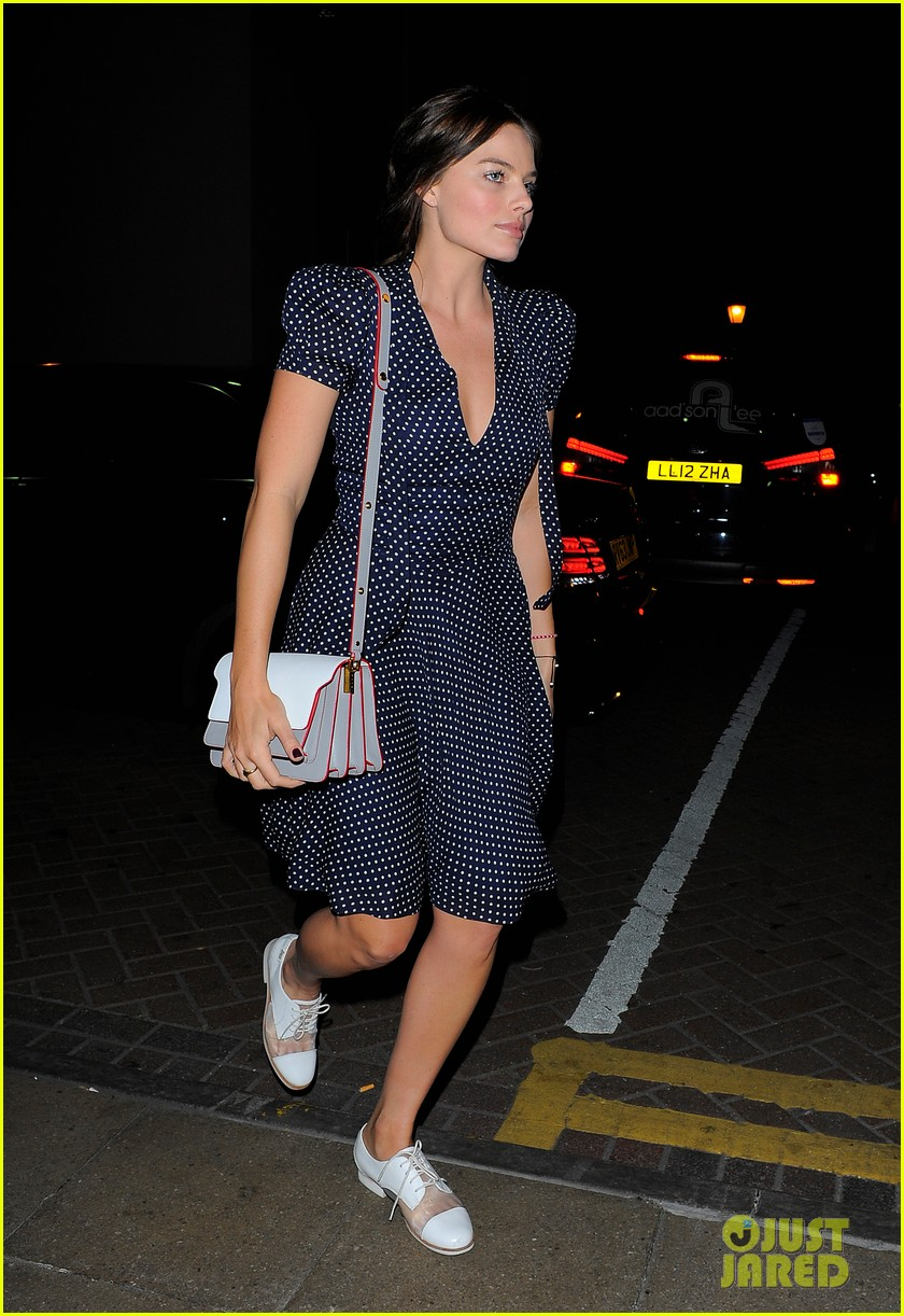 margot robbie pairs her polka dot dress with cute lace up shoes 01