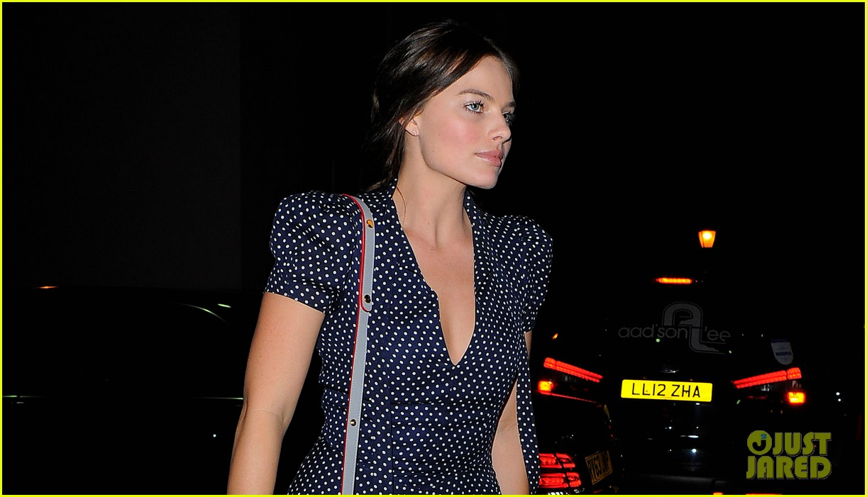 margot robbie pairs her polka dot dress with cute lace up shoes 033114991