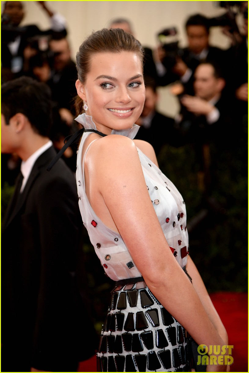 margot robbie met ball 2014 02