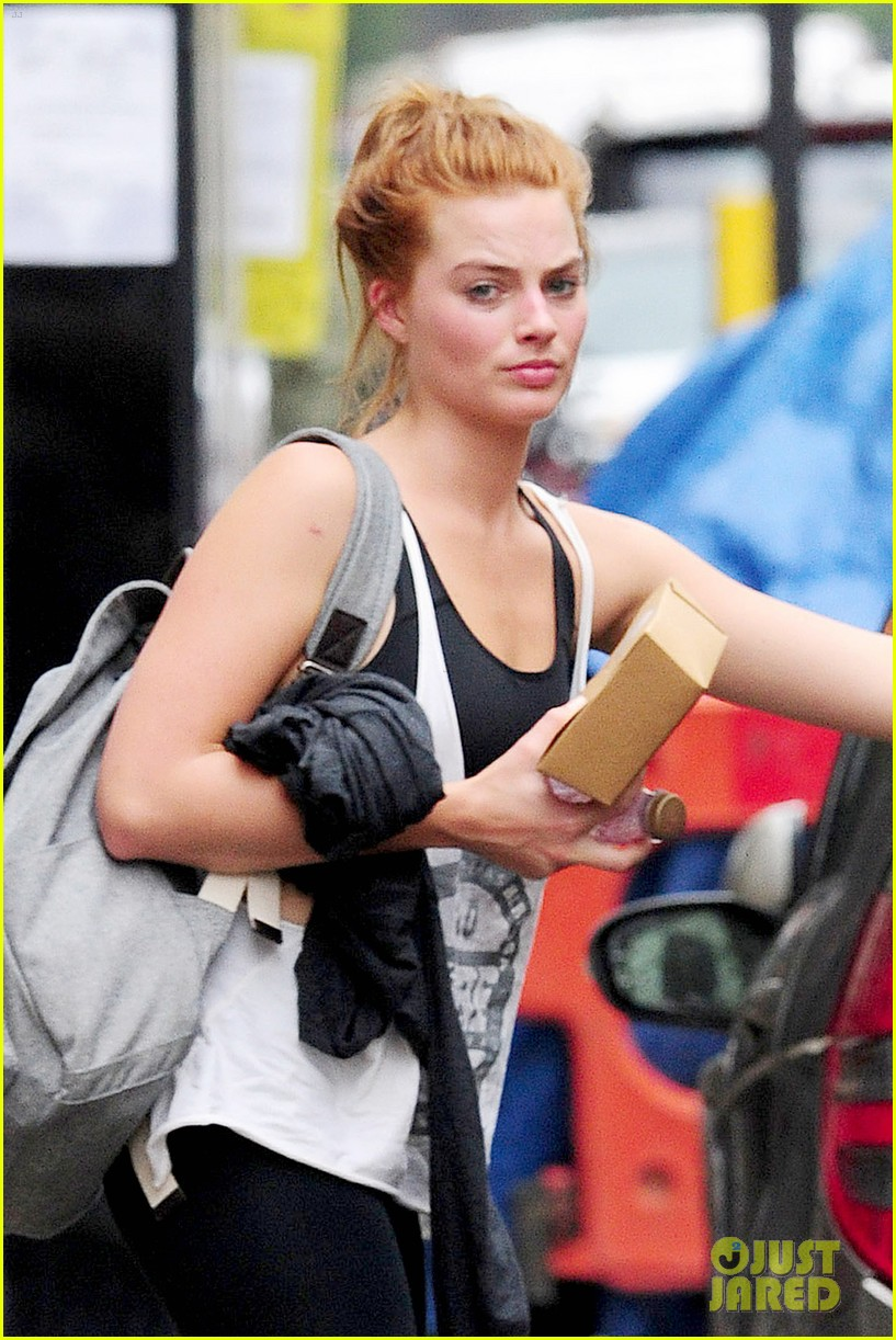 margot robbie dyes her hair red 063124724