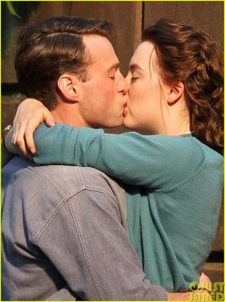 saoirse ronan emory cohen brookyln filming kiss03