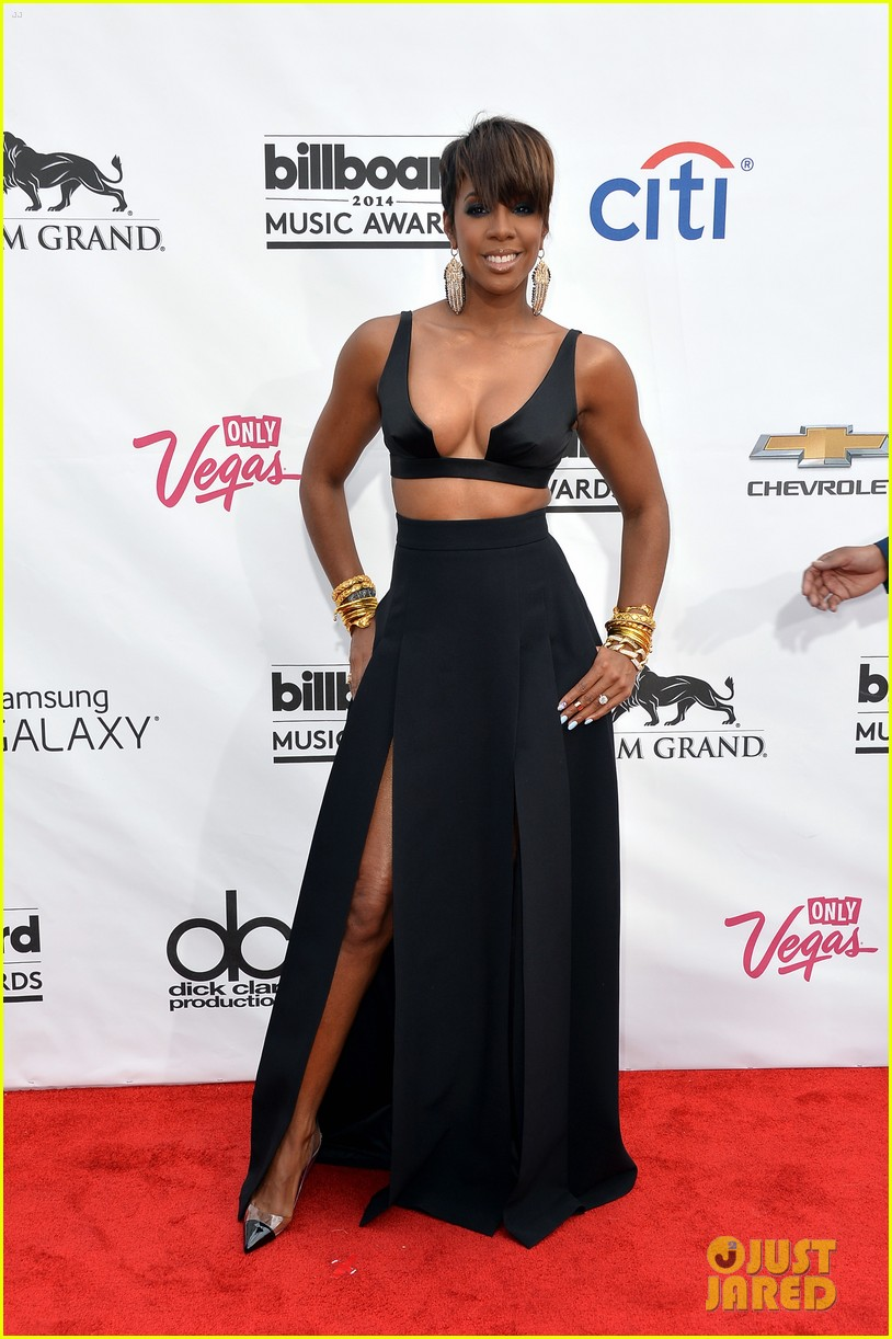 kelly rowland flaunts major cleavage at billboard music awards 2014 03