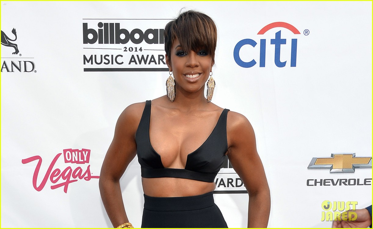 kelly rowland flaunts major cleavage at billboard music awards 2014 053116786