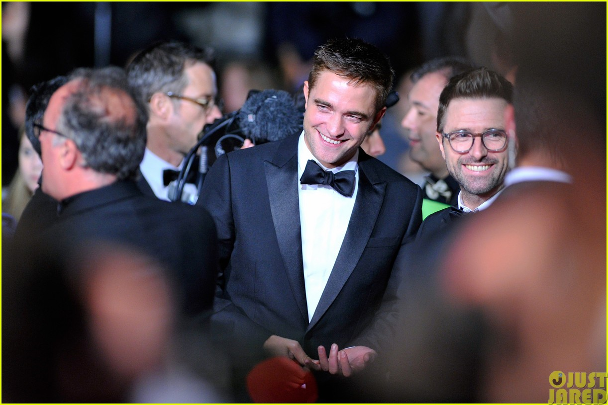 robert pattinson dons a dapper suit for the rover cannes premiere15