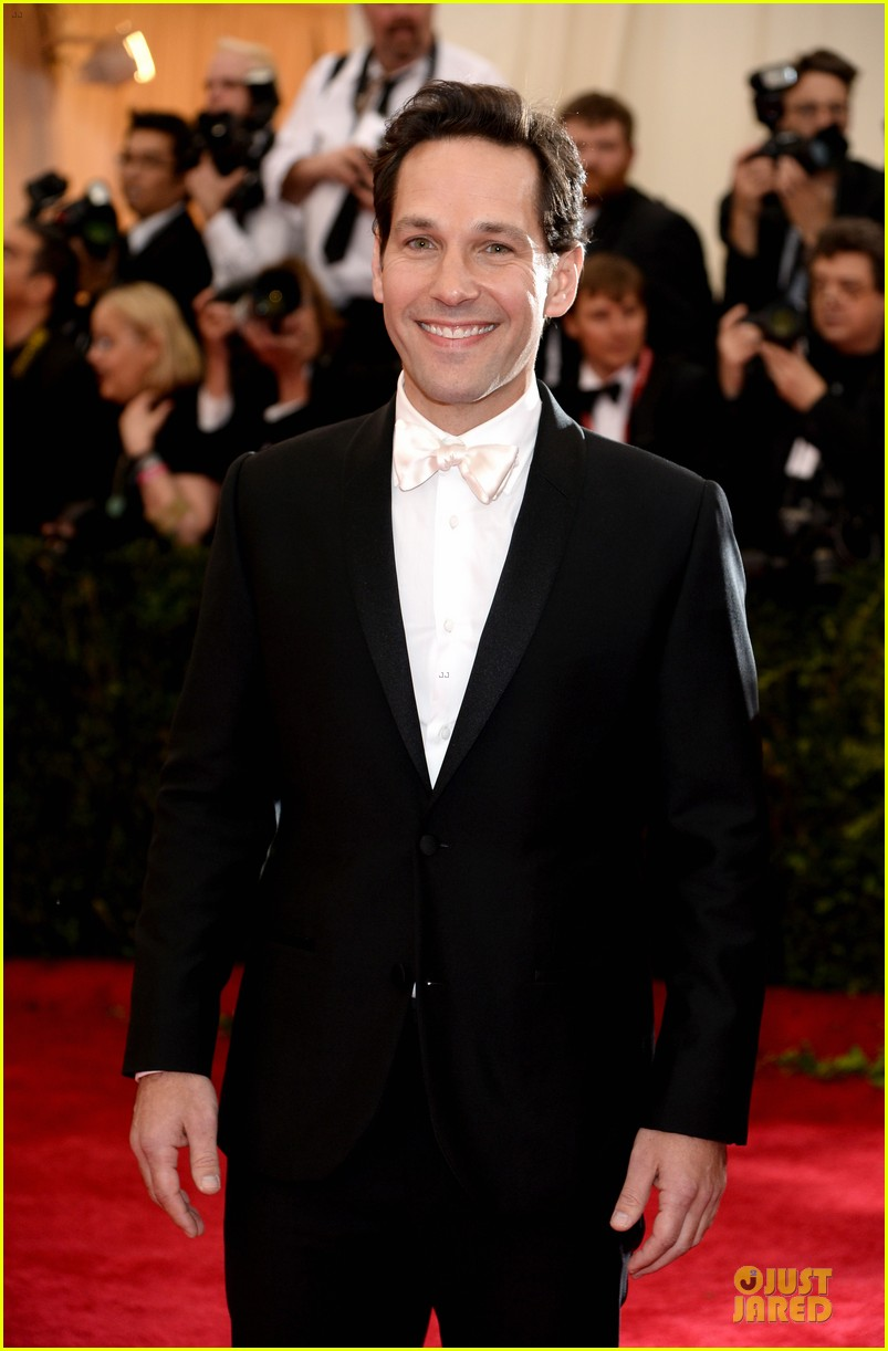 paul rudd happy tuxedo met ball 2014 04