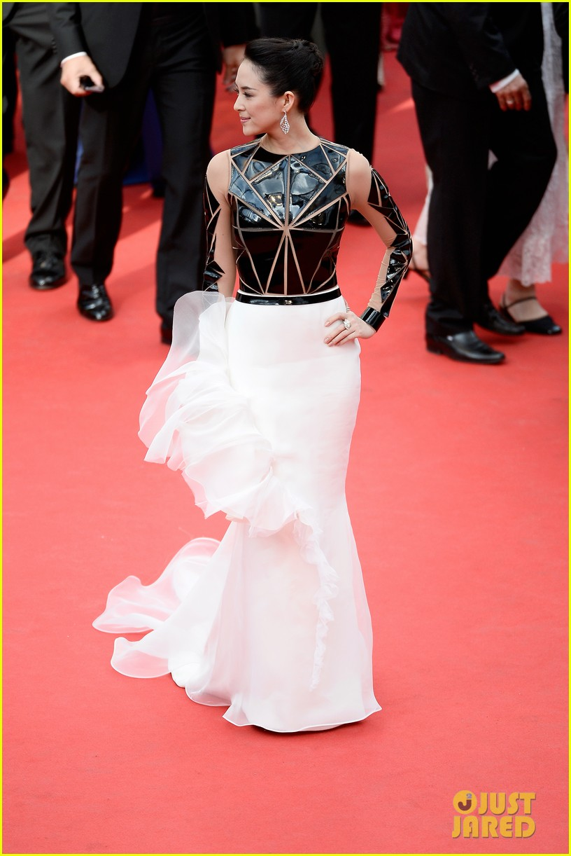 zoe saldana ziyi zhang epitomize class at cannes opening ceremony 07