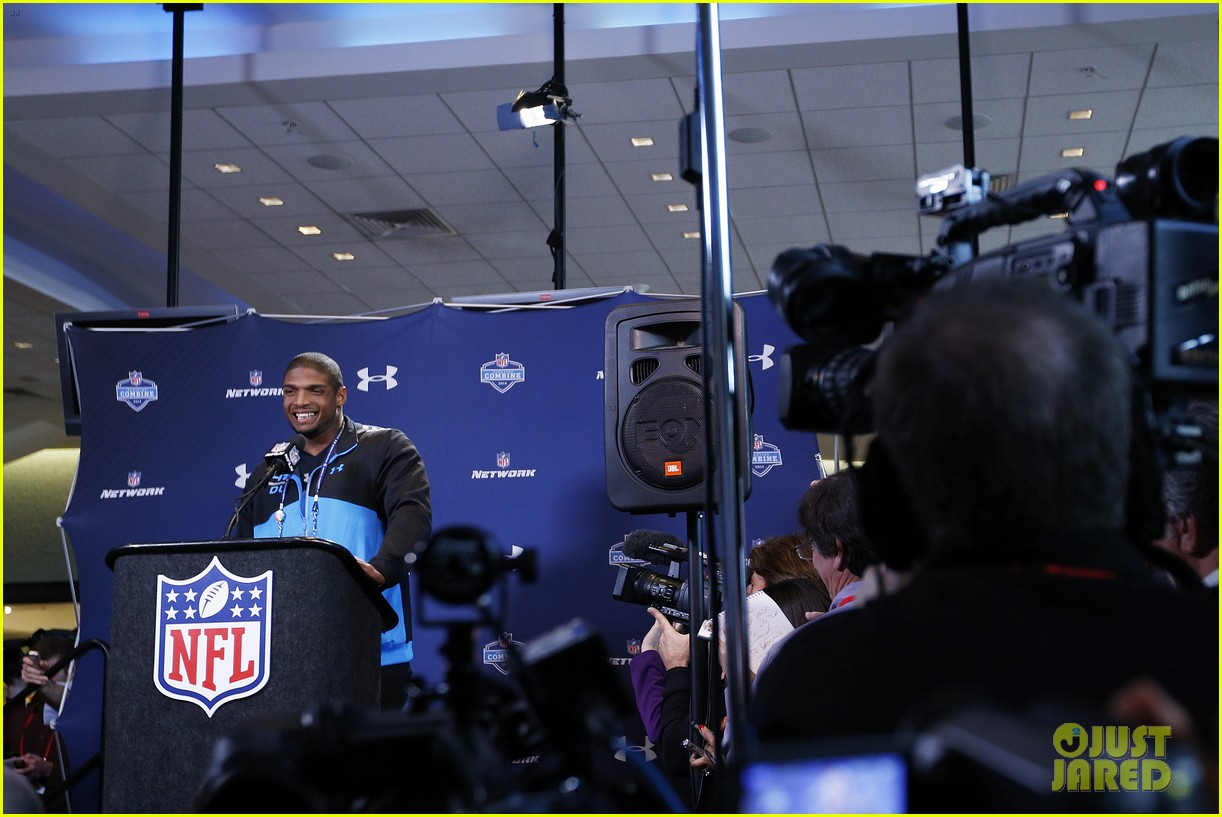 michael sam drafted first openly gay nfl player 09