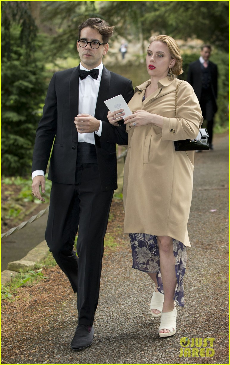 scarlett johansson baby bump wedding romain dauriac 04