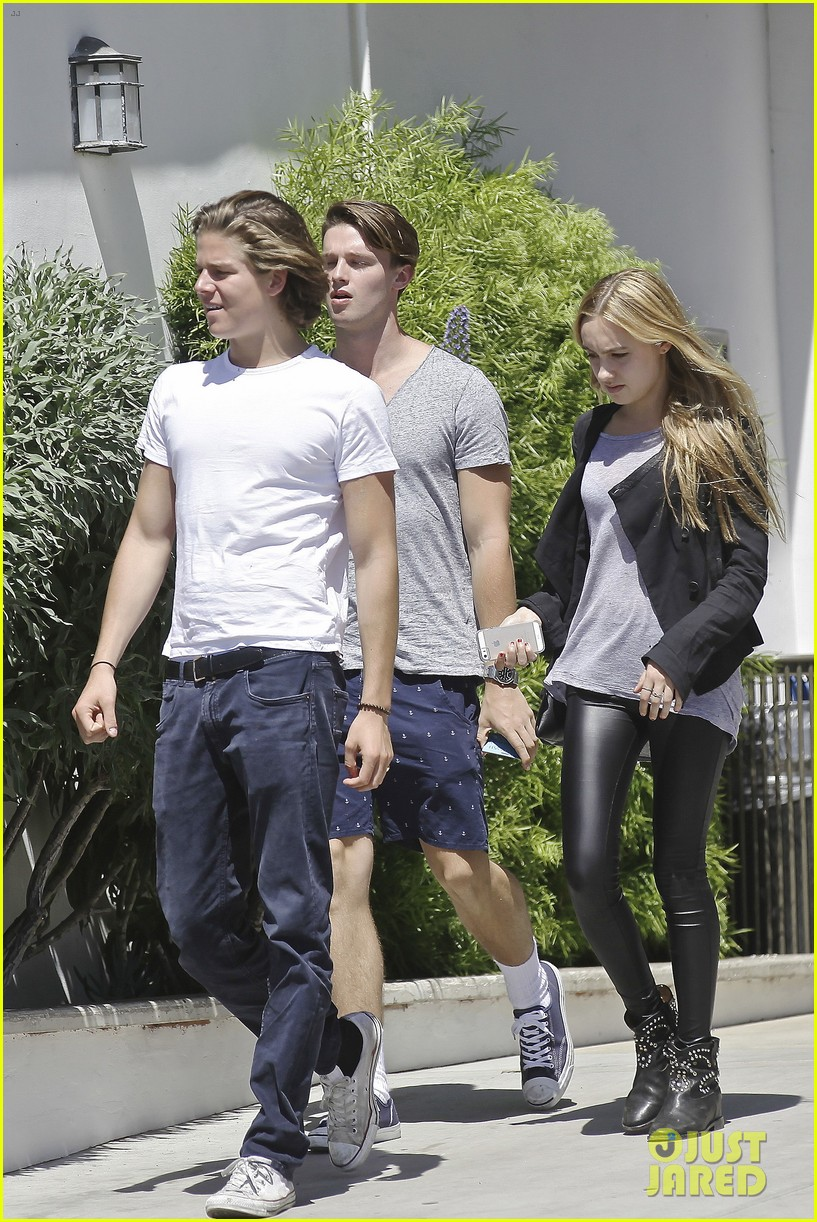 patrick schwarzenegger lunches in malibu with girlfriend tootsie burns 16