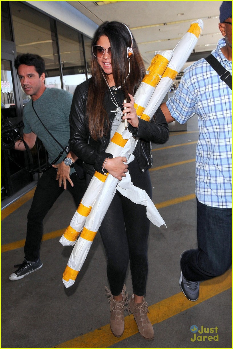 selena gomez lax white yellow poles 02