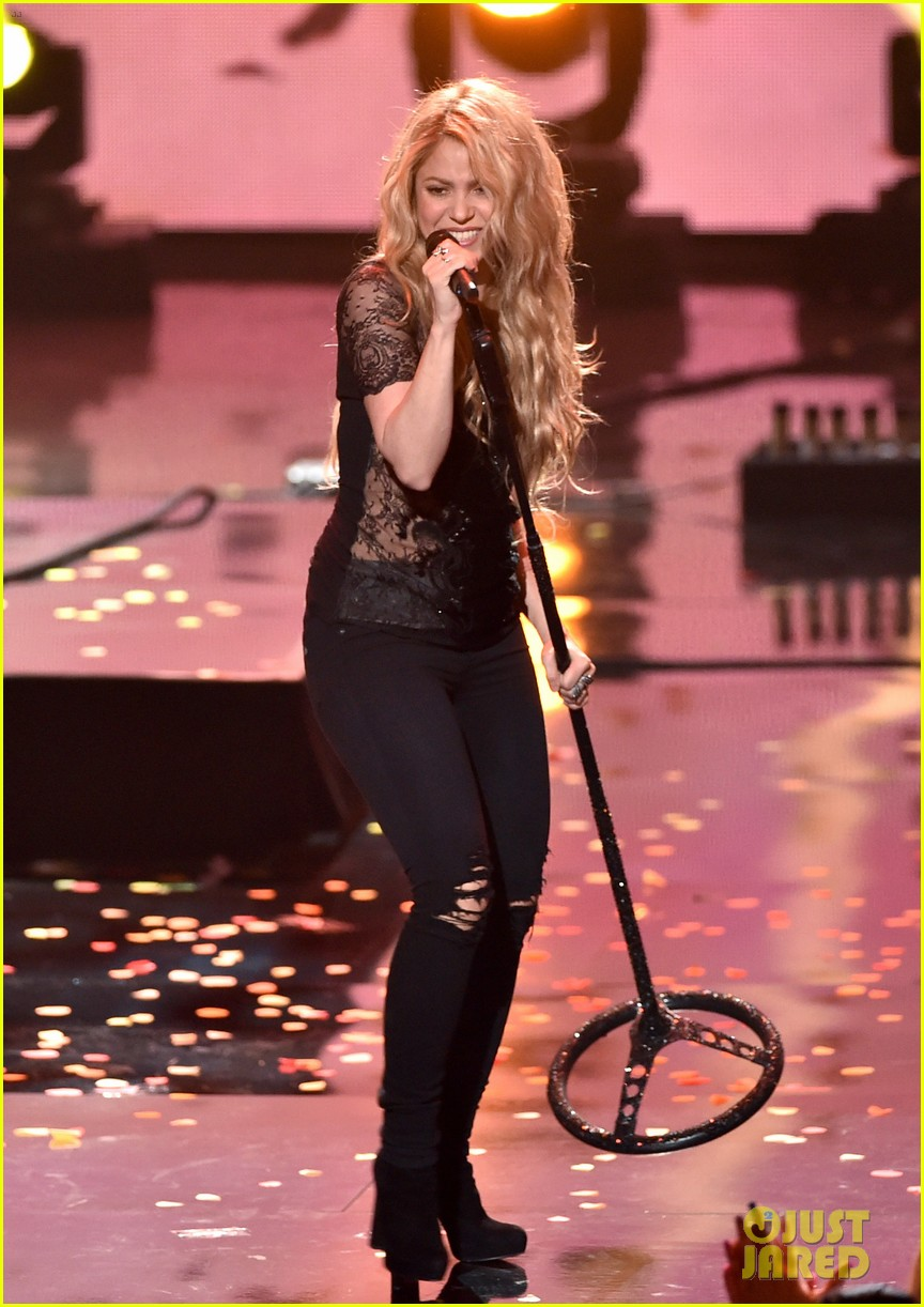 shakira iheartradio music awards 2014 01