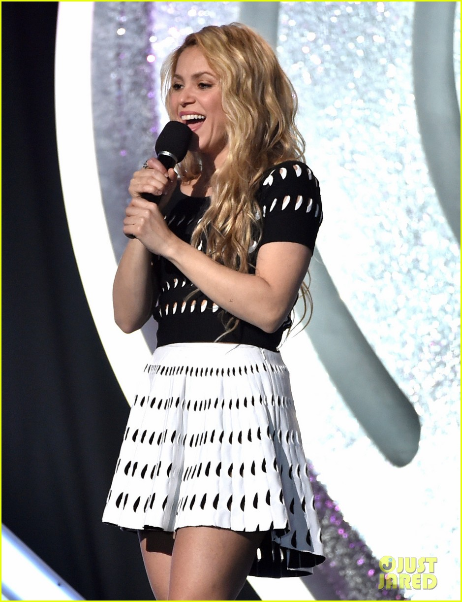 shakira iheartradio music awards 2014 18