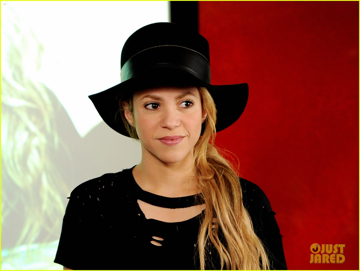 shakira performs new song the one thing on the voice 19