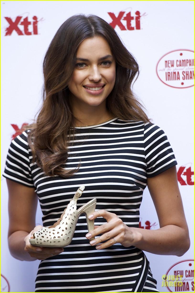 irina shayk stripingly amazing shoes 09