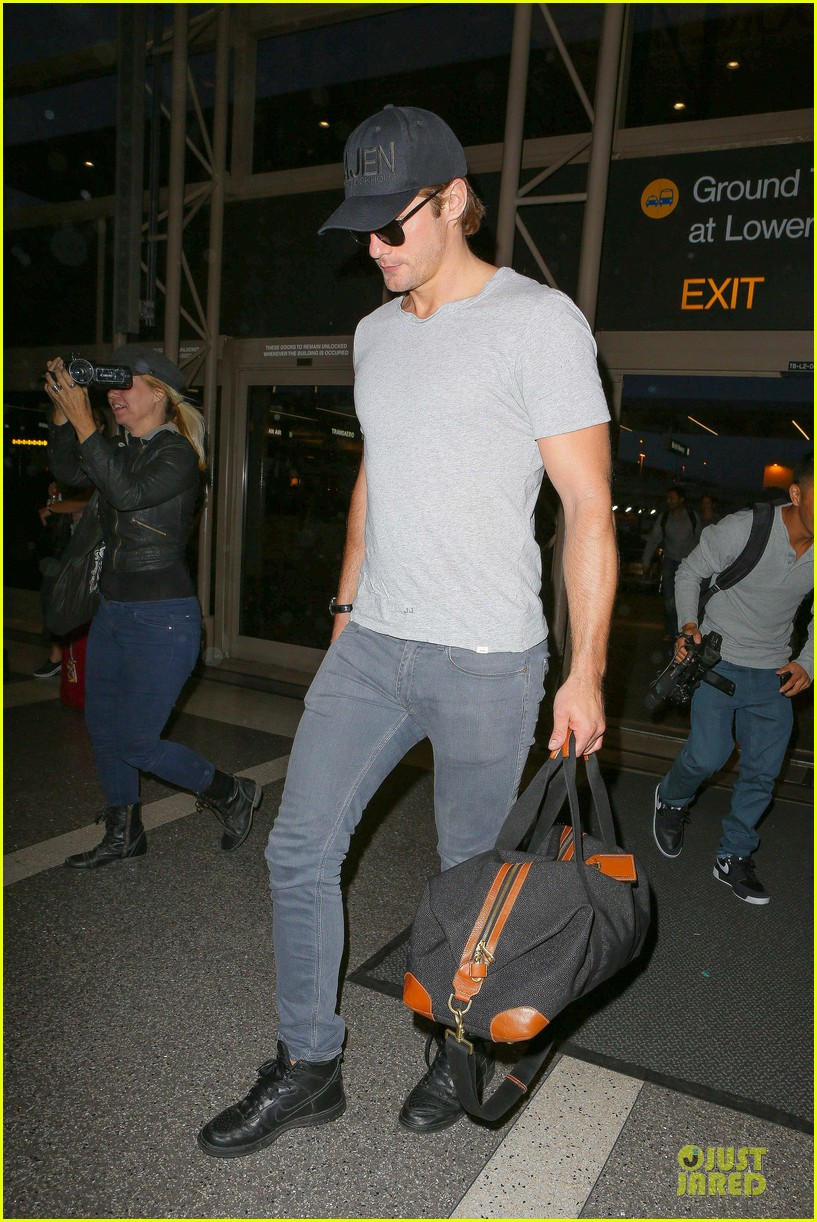 alexander skarsgard packs light lax departure 17