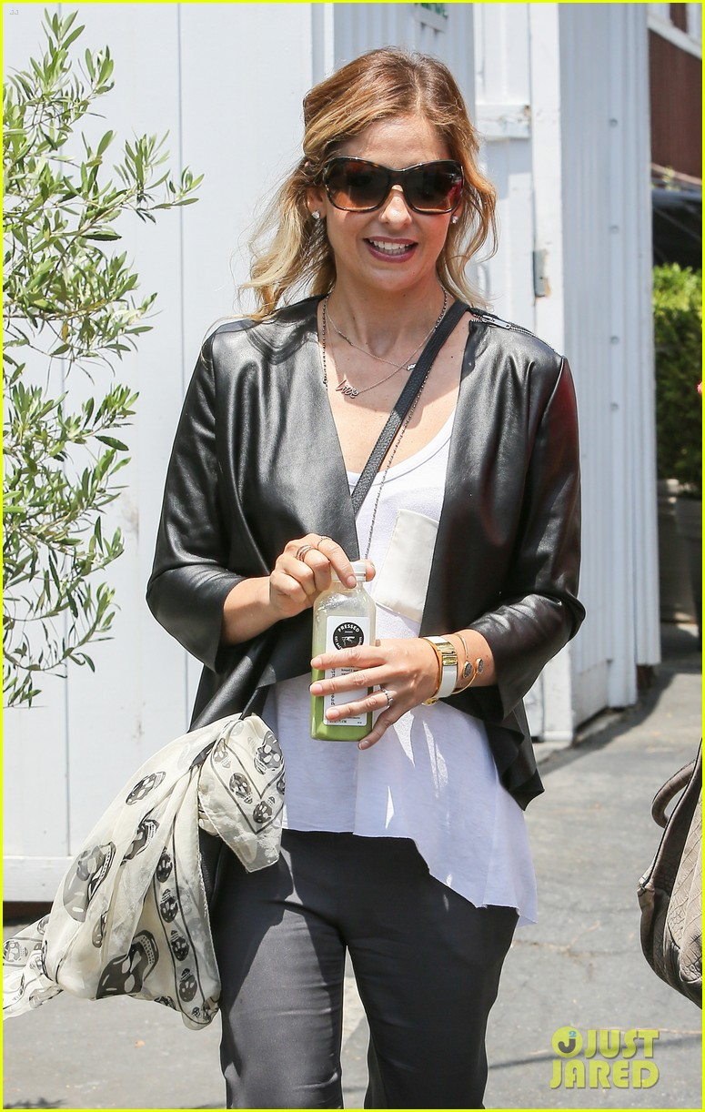 sarah michelle gellar being a mother is my number one job 04