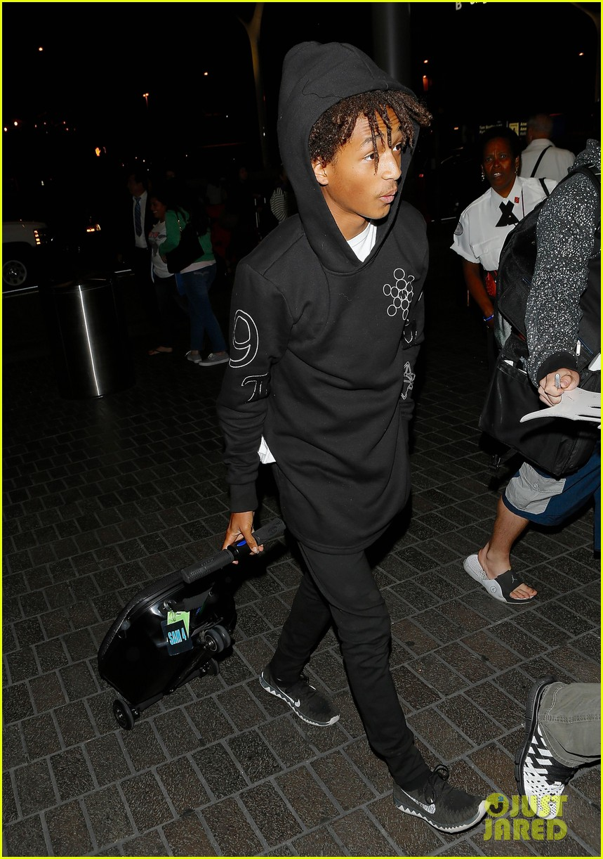 jaden smith flies out of town 203120501