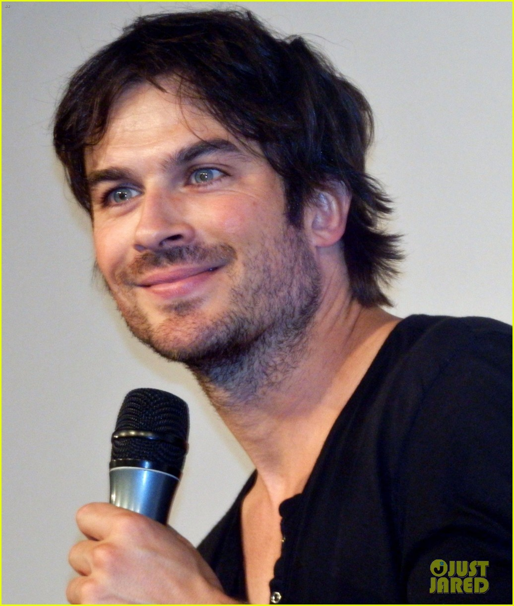 ian somerhalder entertains crowd another day of bloody con 17