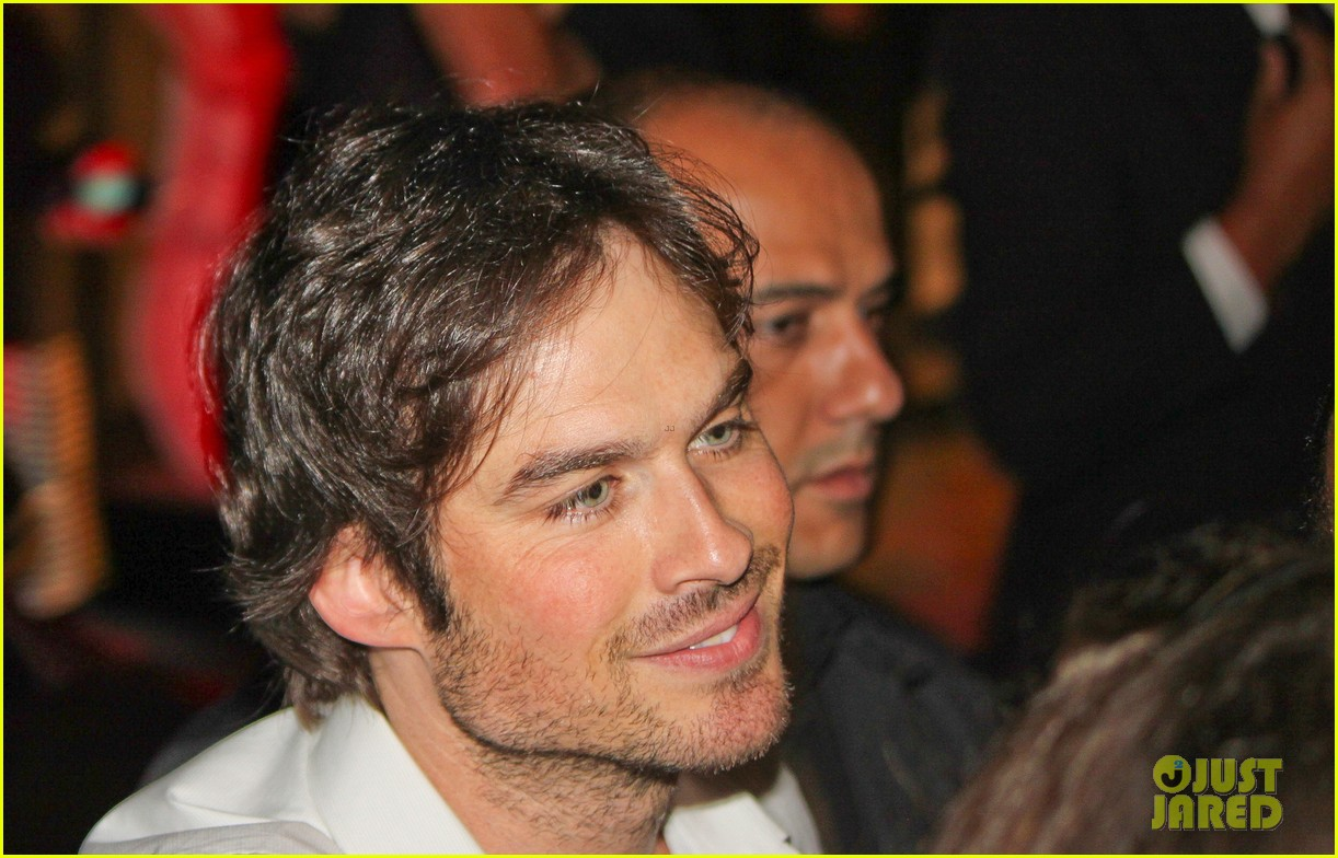 ian somerhalder looks super sexy in his suit and tie 023113757