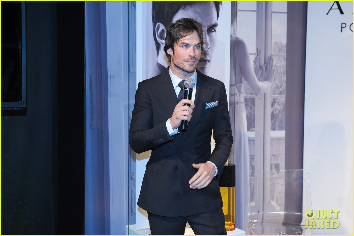 ian somerhalder looks super sexy in his suit and tie 18