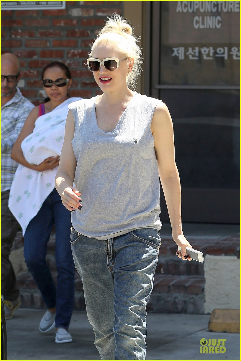 gwen stefani shares pic on mothers day 023111879