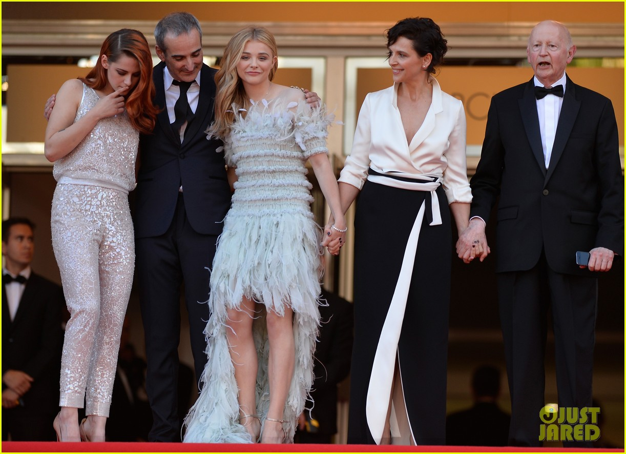 kristen stewart chloe moretz are chanel chic at cannes sils maria premiere 10