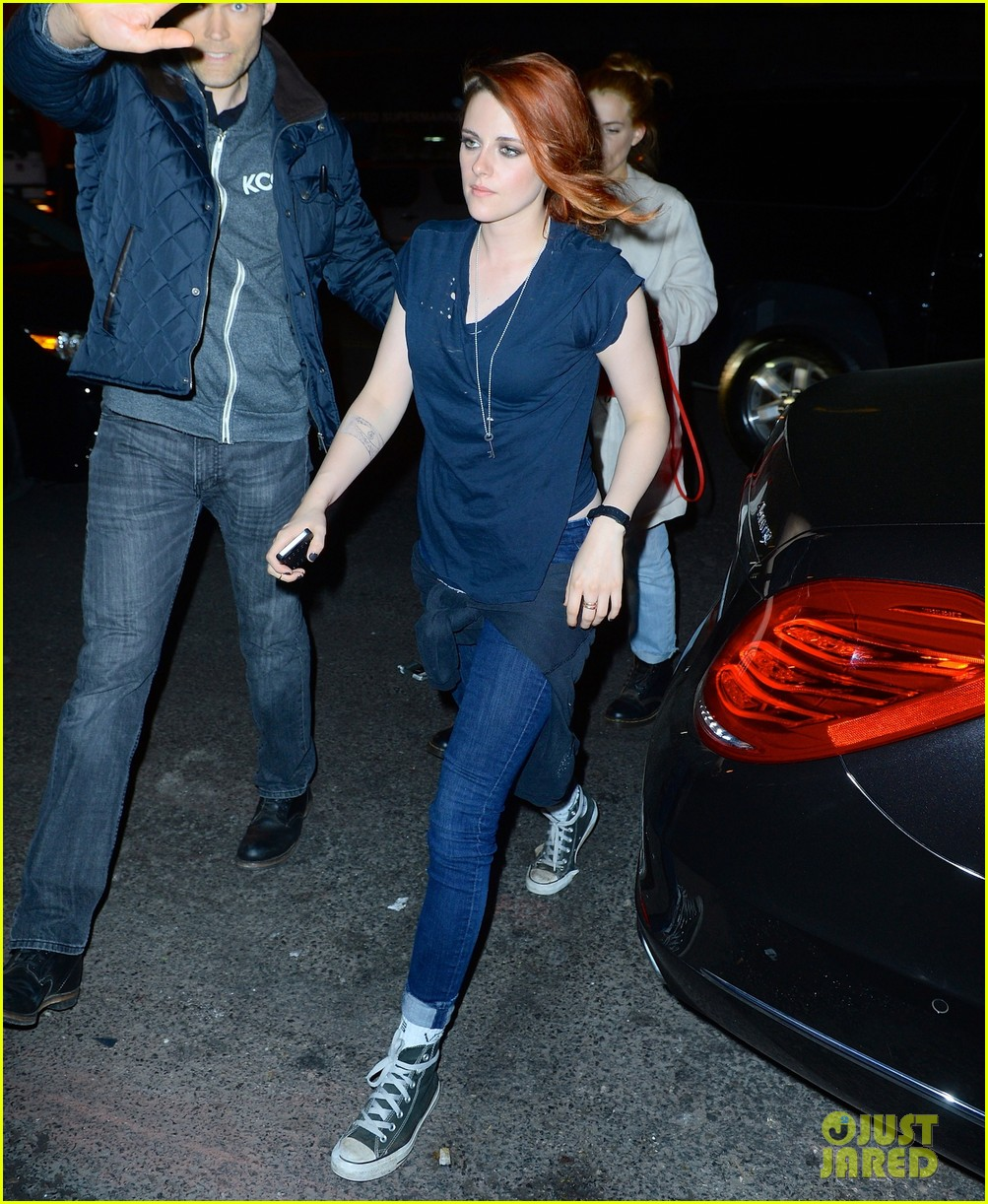 kristen stewart goes casual with riley keough at met ball 2014 after party 02