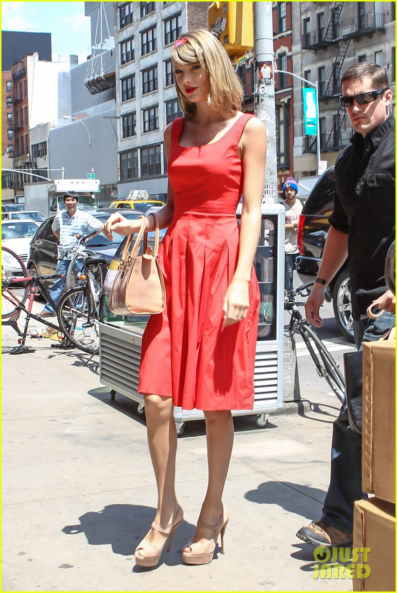 taylor swift red dress meredith met gown 073117477