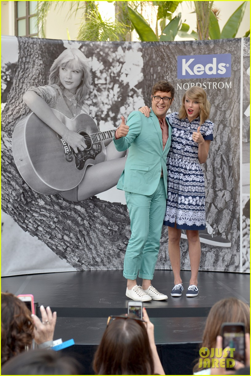 taylor swift climbs trees with kelly osbourne 05