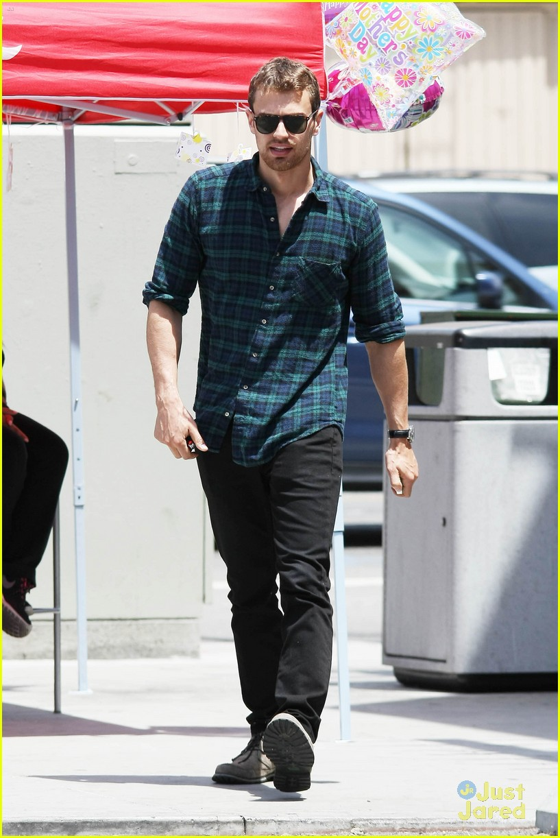 theo james runs errands los angeles 033109690