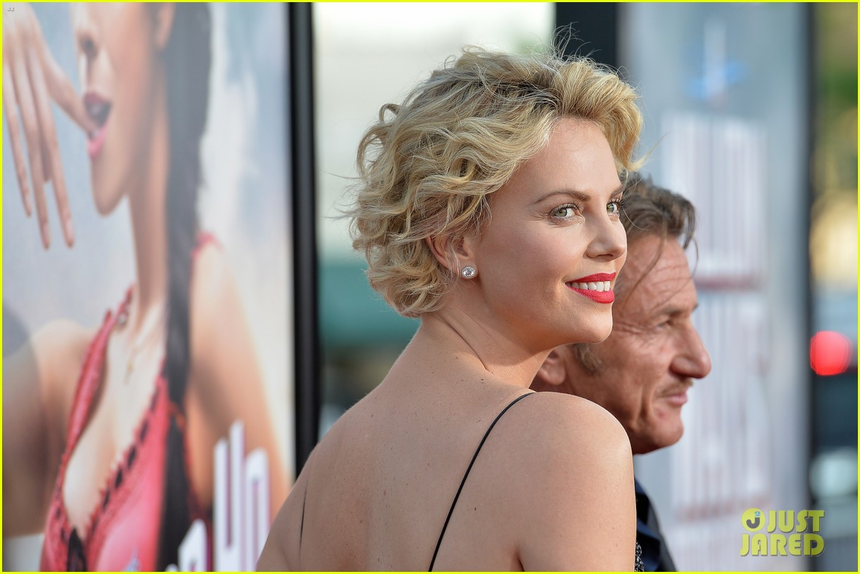 charlize theron sean penn million ways to die premiere 08