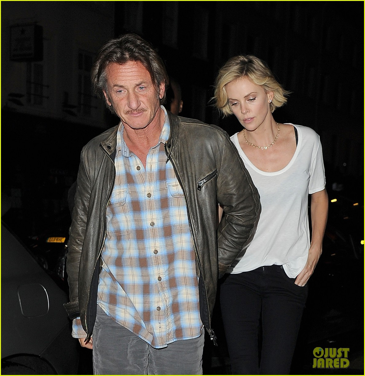 charlize theron sean penn step out for memorial day dinner 10