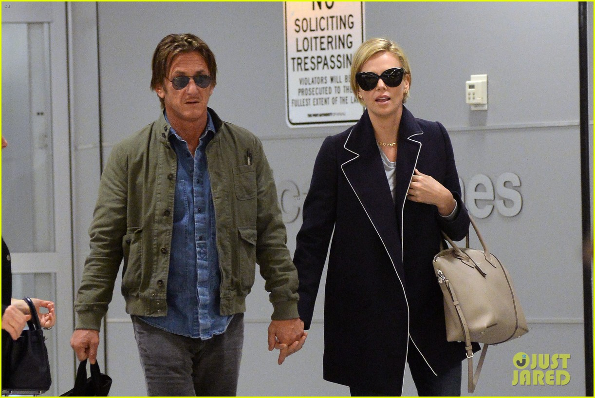 charlize theron sean penn hold hands upon new york arrival 043105558