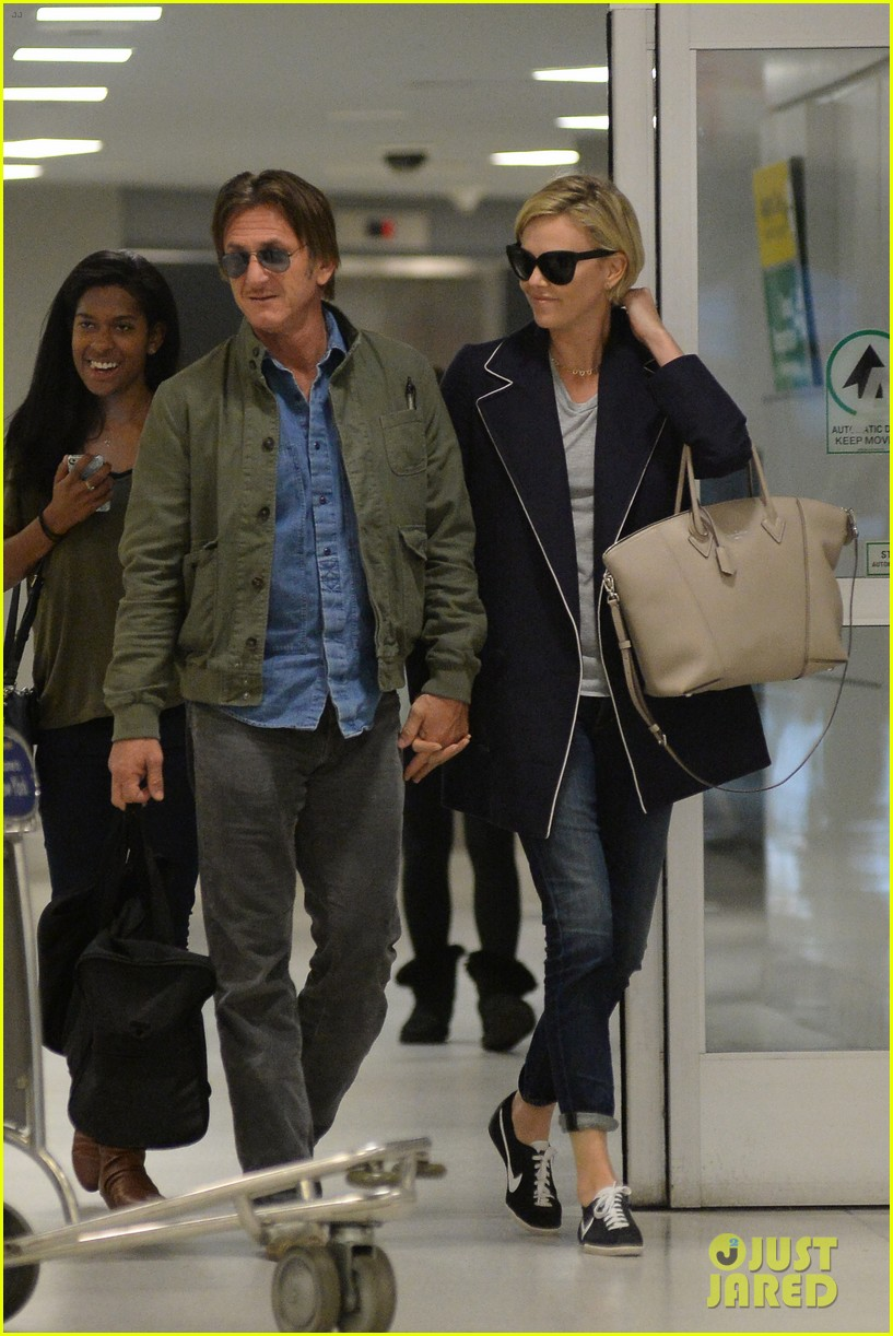 charlize theron sean penn hold hands upon new york arrival 11