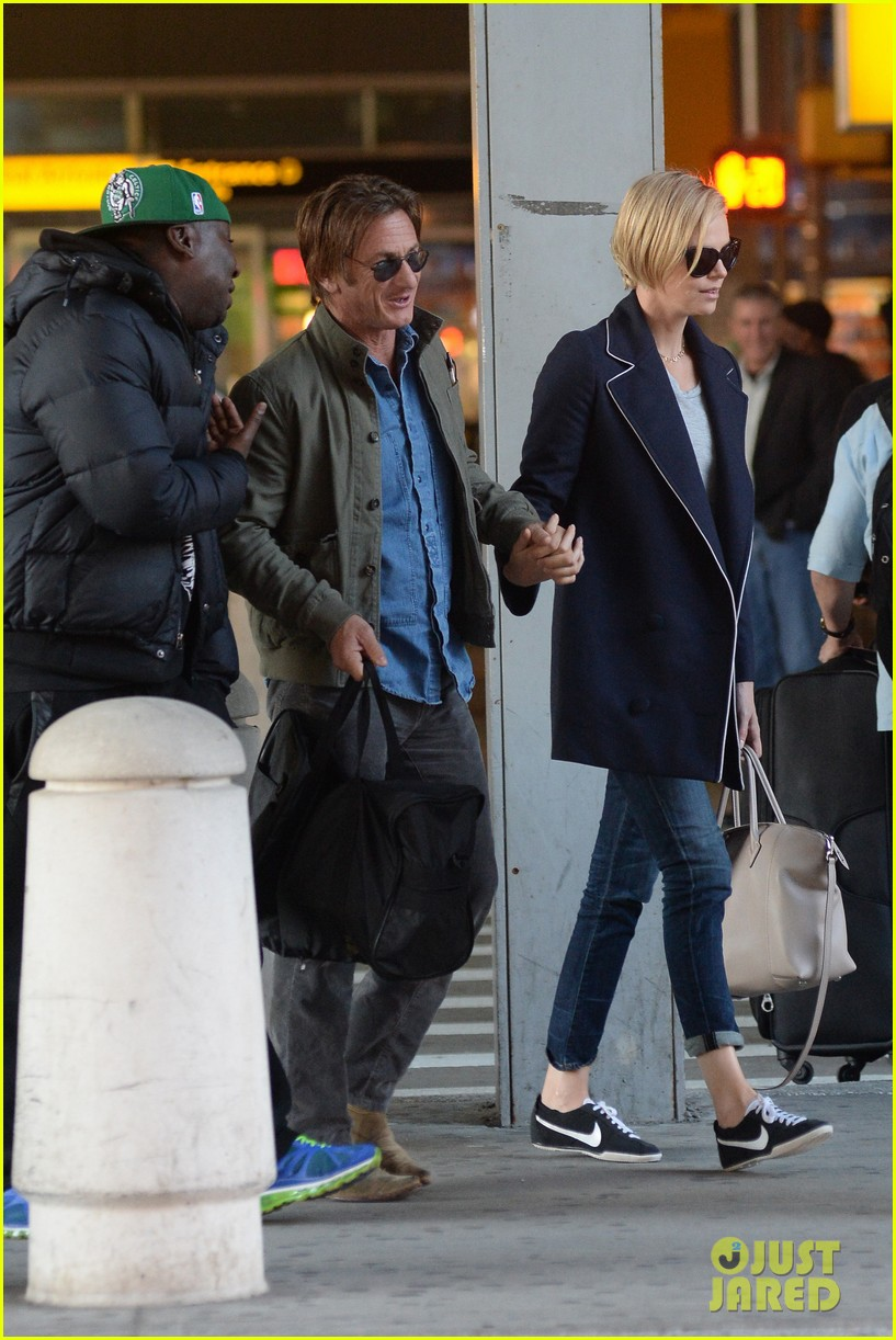 charlize theron sean penn hold hands upon new york arrival 14