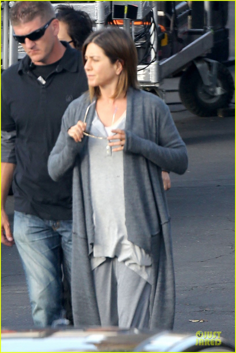 jennifer aniston cake justin theroux right shirt for muscles 16