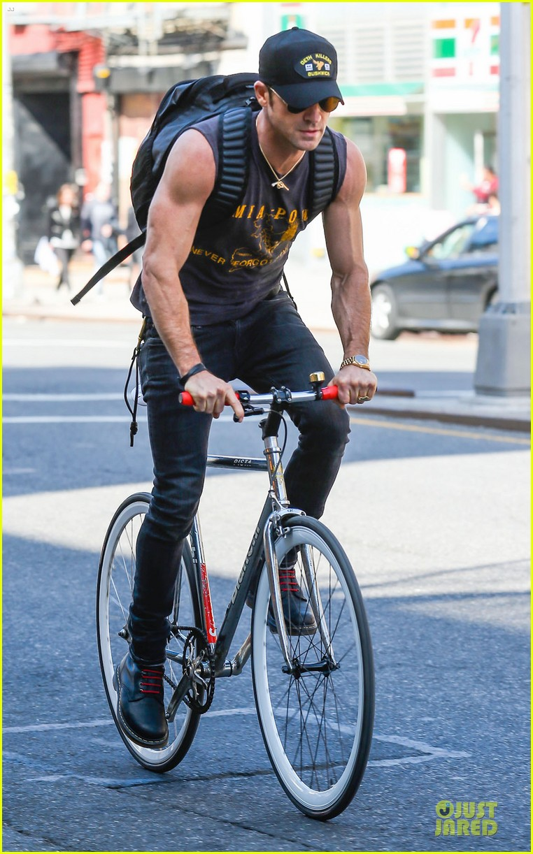 jennifer aniston cake justin theroux right shirt for muscles 22